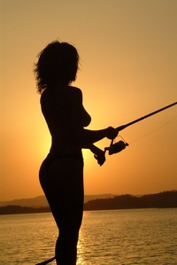 Так рыбачить можно всей семьей)))