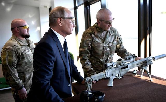Президент Путин отметил День оружейника снайперской стрельбой